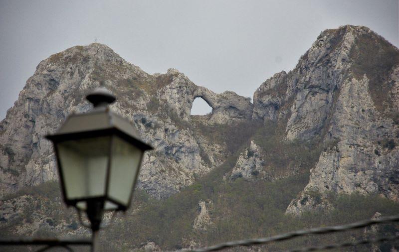 Il monte Forato visto da Gombitelli