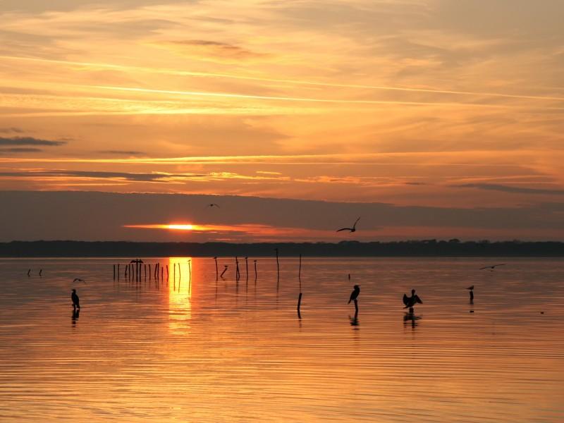 tramonto sul lago