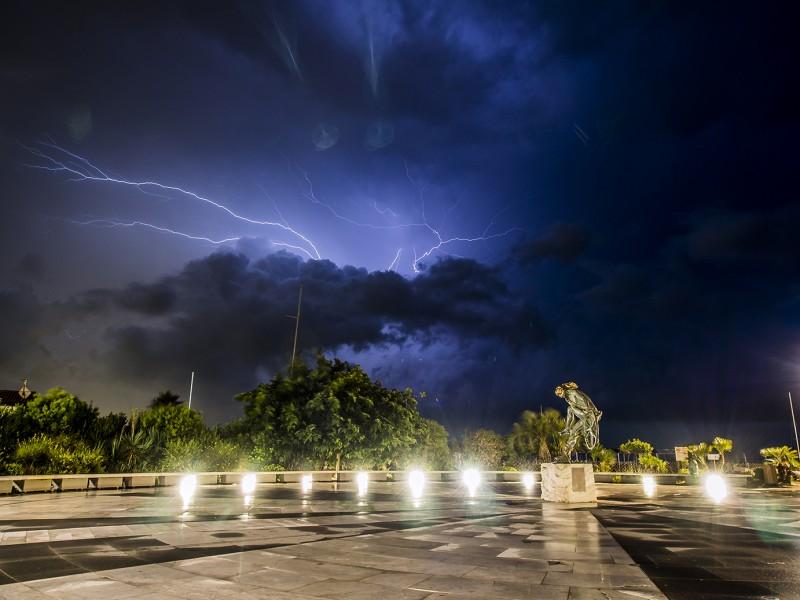 forte dei marmi in tempesta